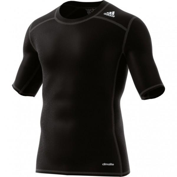 Das neue adidas Techfit Base Funktionsshirt in schwarz